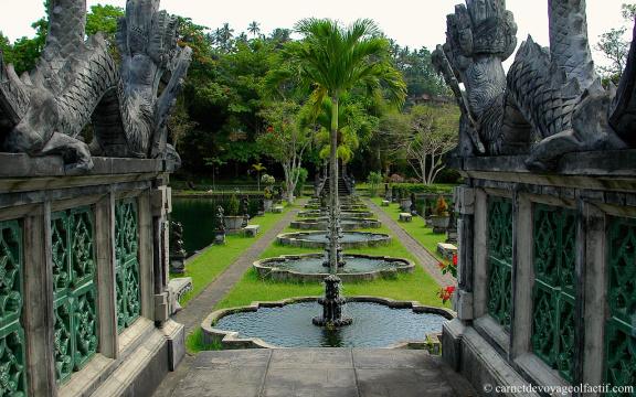 Les fontaines et bassins de Tirta Gangga