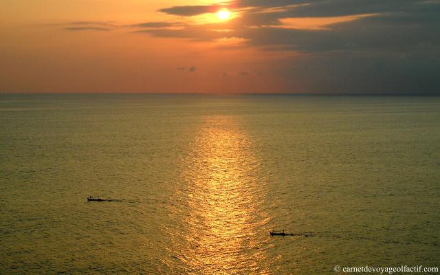 chaleur ambree d'un coucher de soleil
